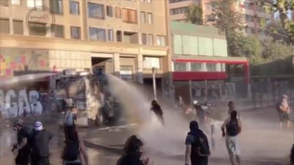Vídeo: Carabineros reprimen manifestación pacífica por enésima vez