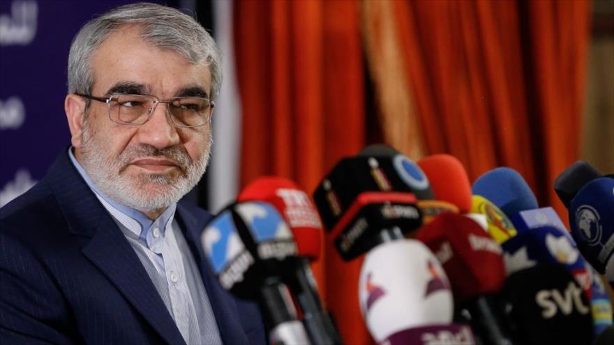 El portavoz del Consejo de Guardianes de Irán, Abás Ali Kadjodayi, en una conferencia de prensa en Teherán, 19 de febrero de 2020. (Foto: YJC)