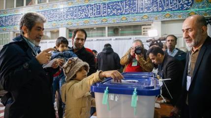 Cierran colegios electorales en Irán y empieza escrutinio de votos