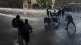 Chile gastó casi 8 millones de litros de agua en reprimir protestas