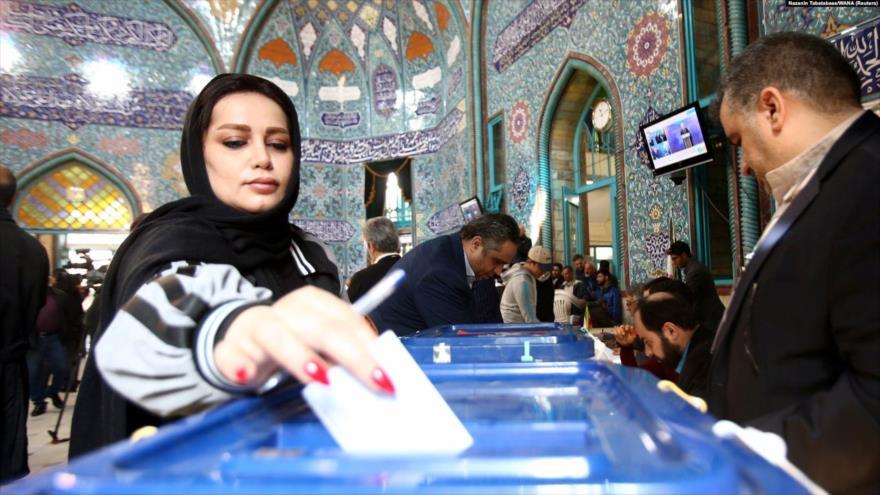 Los iraníes responden a EEUU votando en las elecciones legislativas