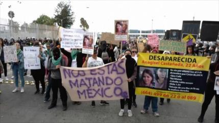 Mujeres protestan contra los recientes feminicidios en México