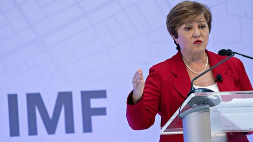 La jefa del Fondo Monetario Internacional (FMI), Kristalina Georgieva, habla en una reunión del organismo en Washington.