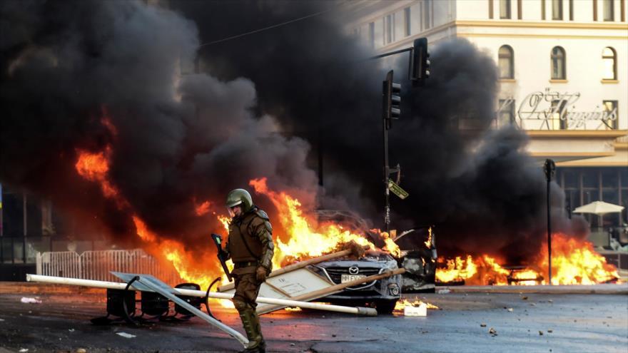 Vídeo: Policía chilena reprime a manifestantes contra Piñera