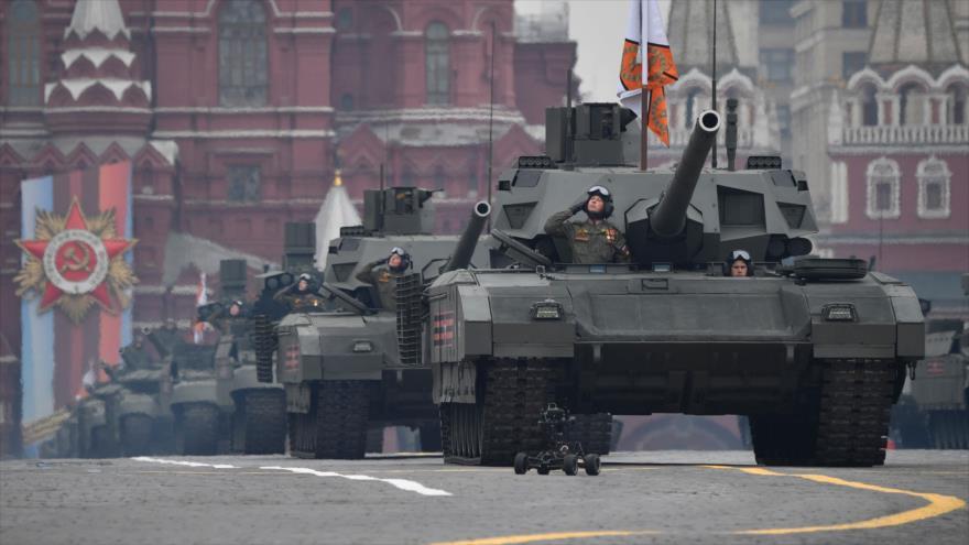 Tanques rusos T-14 Armata en un desfile militar en Moscú, 9 de mayo de 2019. (Foto: AFP)