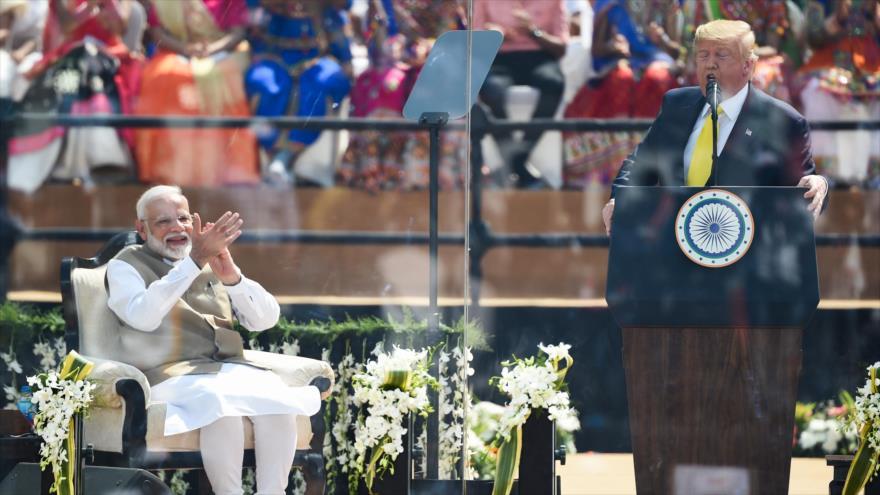 El presidente de EE.UU., Donald Trump, habla con los indios, estadio de Sardar Patel, Ahmadabad, 24 de febrero de 2020. (Foto: AFP)