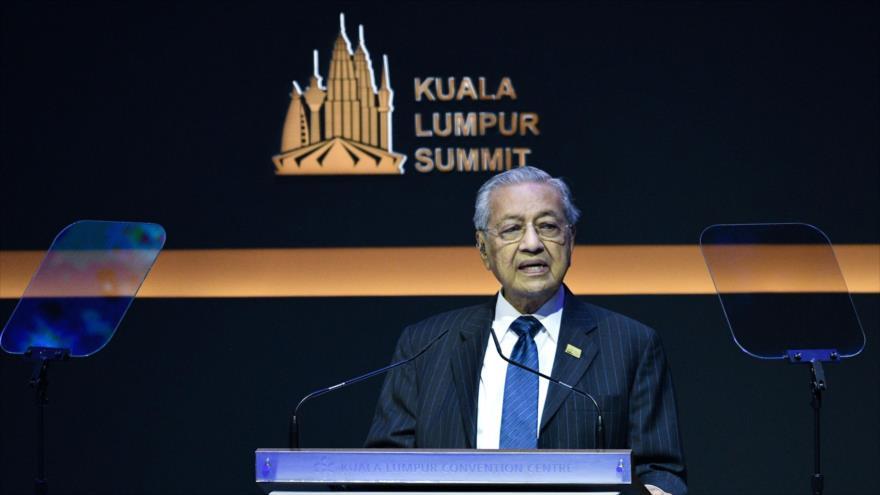 El primer ministro de Malasia, Mahathir Mohamad, habla en una cumbre en Kuala Lumpur (capital),19 de diciembre de 2019, (Foto: AFP)