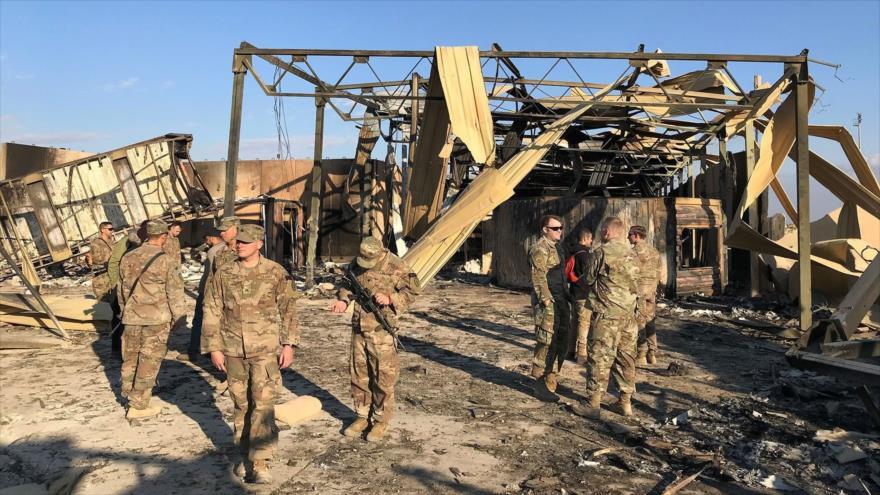 Soldados estadounidenses revisan daños causados por el ataque iraní a la base Ain Al-Asad en Irak, 13 de enero de 2020. (Foto: Reuters)