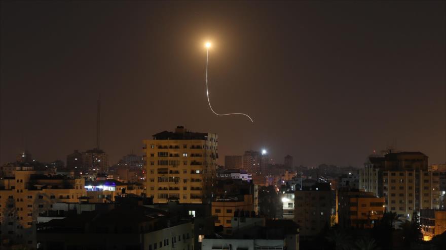 Un misil lanzado desde el sistema antiaéreo israelí Cúpula de Hierro, tras un ataque misilístico procedente de Gaza, 13 de noviembre de 2019. (Foto: AFP)