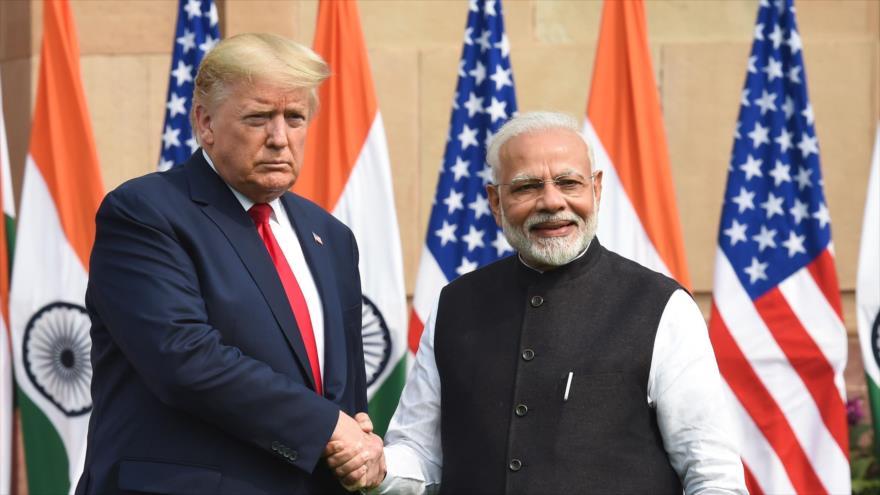 El primer ministro de la India, Narendra Modi (dcha.), junto al presidente de EE.UU., Donald Trump, en Nueva Delhi, capital, 25 de febrero de 2020. (Foto: AFP)