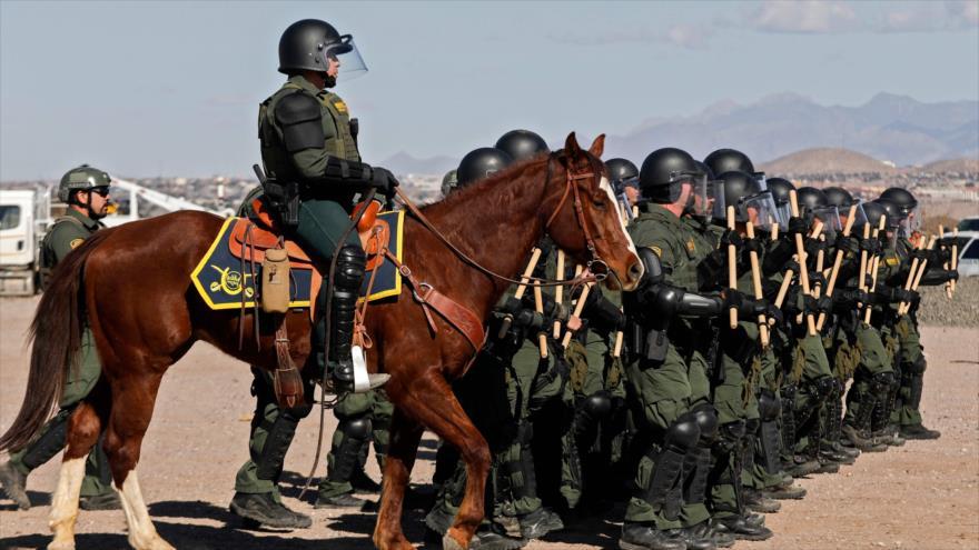 Fuerzas estadounidenses desplegadas cerca de la frontera mexicana, 31 de enero de 2020. (Foto: AFP)