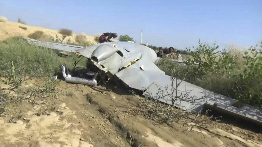 Un avión no tripulado (dron) saudí que fue derribado por las fuerzas yemeníes en la región de Nayrán, en el sur de Arabia Saudí.