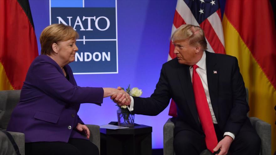 La canciller alemana, Angela Merkel (izda.) y el presidente de EE.UU., Donald Trump, reunidos en el Reino Unido, 4 de diciembre de 2019. (Foto: AFP)