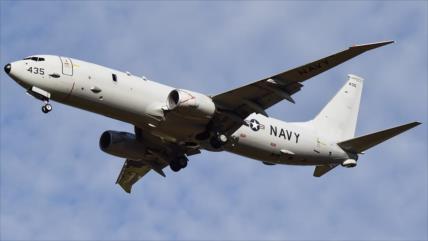 Destructor chino apunta con láser a avión de la Armada de EEUU
