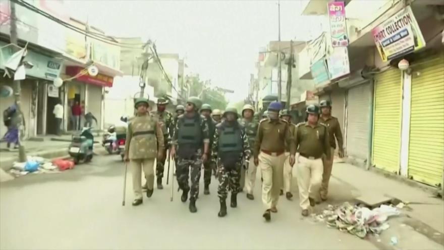 Policía india, desplegada en Nueva Delhi para impedir choques