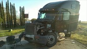 Vídeo: Sale ileso de milagro chófer de camión embestido por tren