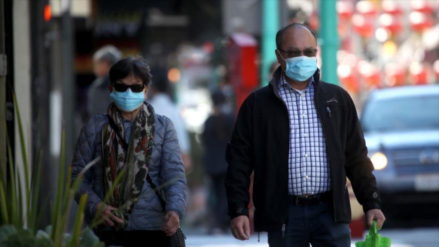 La gente lleva máscara en San Francisco, California, 26 de febrero de 2020. (Foto: Getty Images)
