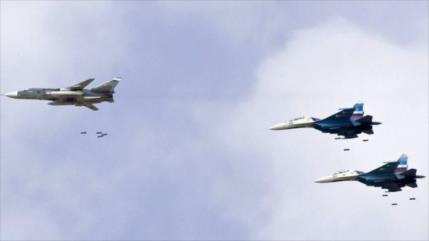 Cazas rusos intensifican sus ataques contra terroristas en Idlib