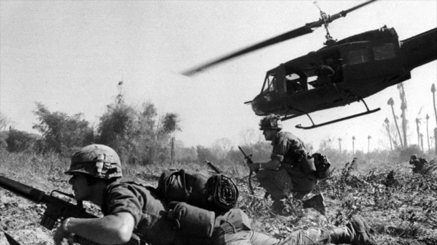 Fuerzas estadounidense en una ofensiva durante la guerra de Vietnam.