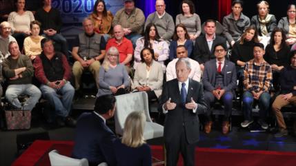 Quedan cinco candidatos en las primarias demócratas de EEUU
