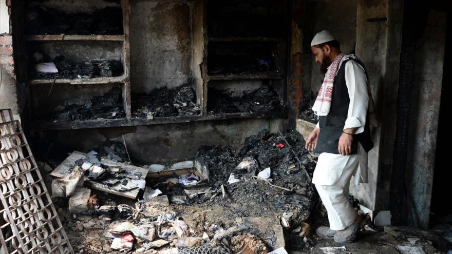 Un musulmán indio en una casa completamente destruida, Nueva Delhi, La India, 1 de marzo de 2020. (Foto: AFP)