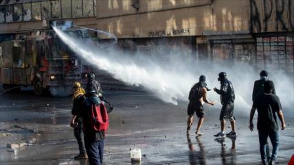 """""""Superlunes"""" en Chile termina con varios heridos por la represión"""