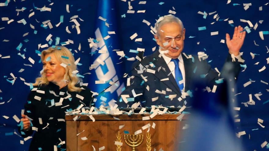 El primer ministro israelí, Benjamín Netanyahu, festeja su victoria en las elecciones de Israel en Tel Aviv, 3 de marzo de 2020. (Foto: AFP)