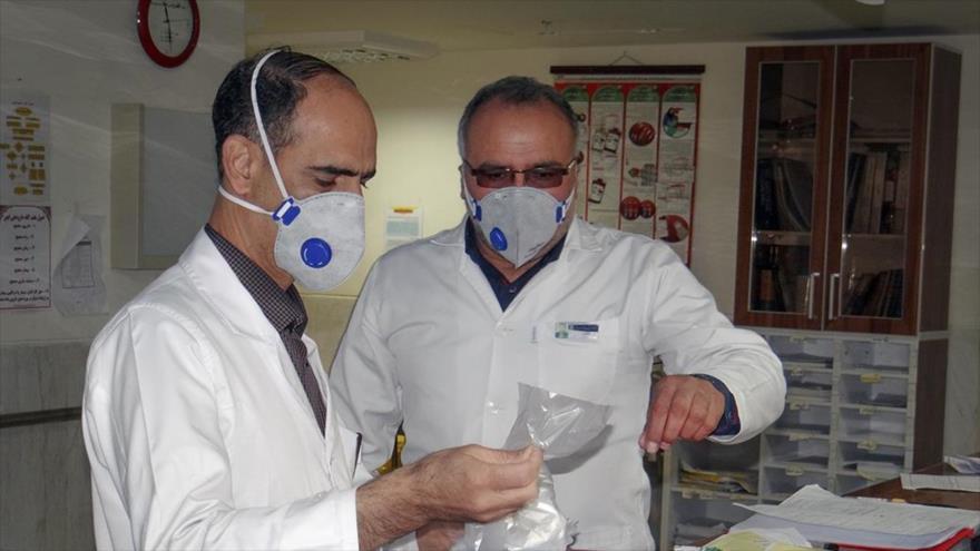 Médicos iraníes en un hospital que recibe a los ciudadanos que dan positivos al COVID-19, Joramabad, 4 de marzo de 2020. (Foto: Fars News)