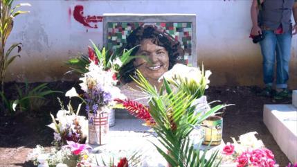 Comunidades indígenas visitan tumba de Berta Cáceres en Honduras