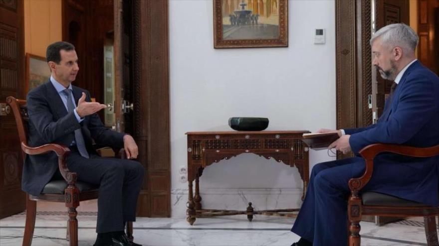 El presidente sirio, Bashar al-Asad (izda.), durante una entrevista a Russia 24. (Foto: SANA)