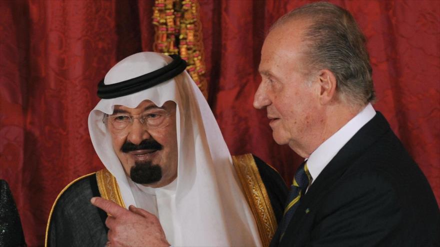 El rey emérito español Juan Carlos (dcha.), junto al fallecido rey de Arabia Saudí, Abdalá Bin Abdulaziz Al Saud, en Madrid, 15 de julio de 2008.