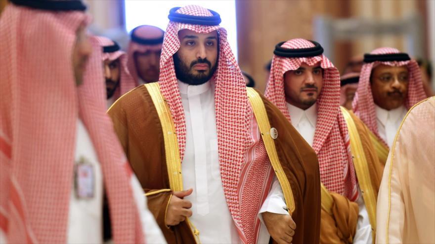 El príncipe heredero saudí, Muhamad bin Salman, entre altos miembros de la monarquía de los Al saud.