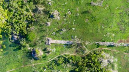 Arqueólogos hallan una gran carretera maya de 100 km