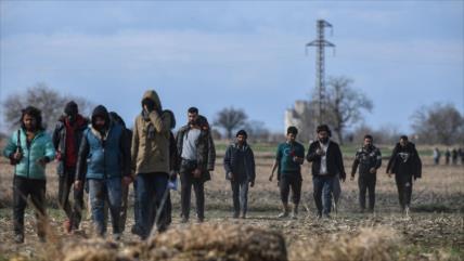 Turquía da marcha atrás y frena paso de migrantes hacia Europa
