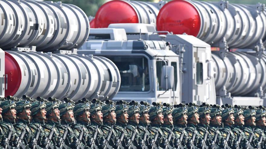China exhibe sus nuevas armas durante un desfile militar, 1 de octubre de 2019.