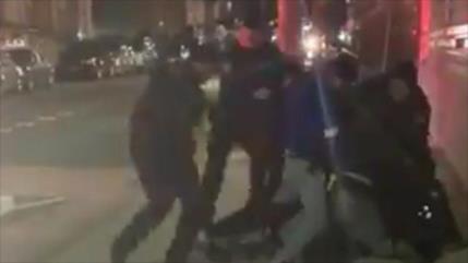 Vídeo muestra violencia policial en EEUU contra un afroamericano