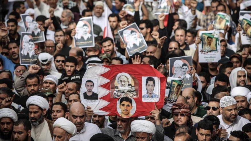 Una marcha de los bareiníes contra el régimen de Al Jalifa en la ciudad Manamá, 25 de marzo de 2017. (Foto: AFP).