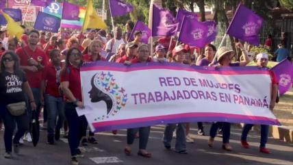 Panameñas marchan para conmemorar el Día de la Mujer Trabajadora