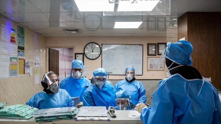 Varios enfermeros en un hospital en Teherán, Irán, 6 de marzo de 2020. (Foto: FARS)