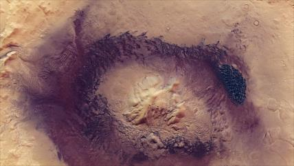 Captan imágenes espectaculares de un gigantesco cráter en Marte