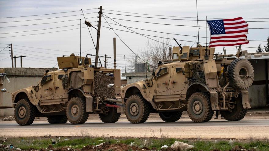 Un convoy militar de EE.UU. en la ciudad siria de Al-Qamishli, 12 de febrero de 2020. (Foto: AFP)