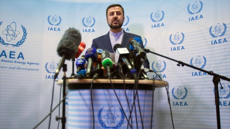 El embajador iraní ante las organizaciones internacionales radicadas en Viena (Austria), Kazem Qaribabadi, en una rueda de prensa.