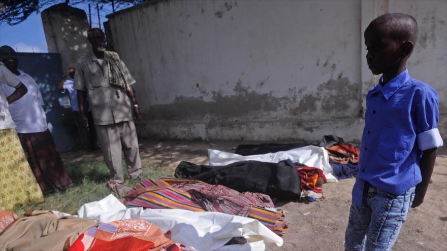 Cadáveres de los civiles muertos en una redada realizada con asesoría militar de EE.UU. en Bariire, Somalia, 25 de agosto de 2017.