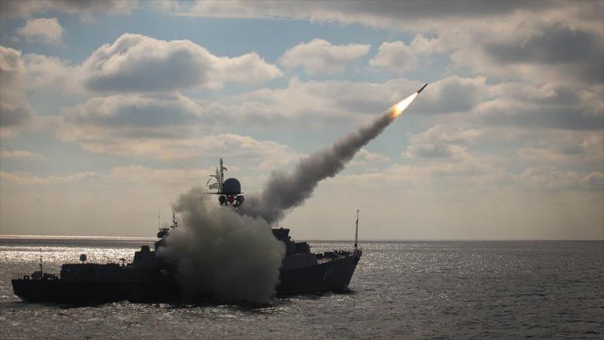 """Rusia destruye con misiles """"objetivos enemigos"""" navales en maniobras"""