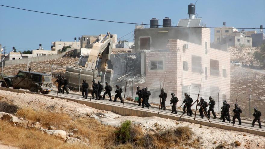 Israel obliga a una familia palestina a demoler su casa en Al-Quds | HISPANTV