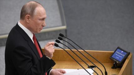 Putin firma enmienda a la constitución para seguir en el poder