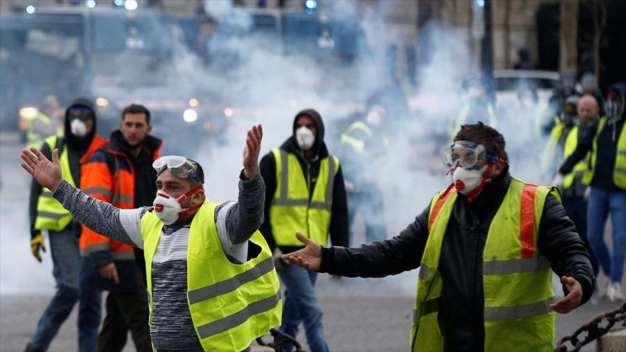 Policía francesa vuelve a reprimir a los chalecos amarillos | HISPANTV