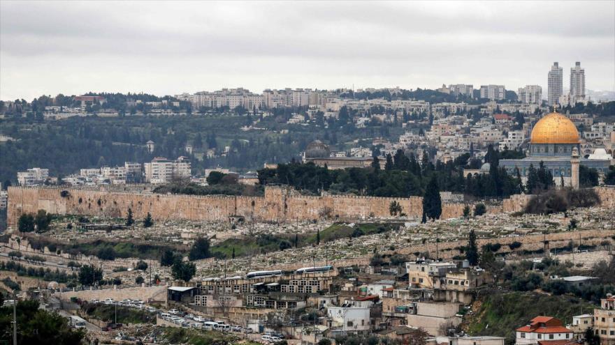 Mezquita Cúpula de la Roca (dcha.) y Mezquita Al-Aqsa (centro) en Al-Quds (Jerusalén), 10 de febrero de 2020. (Foto: AFP)
