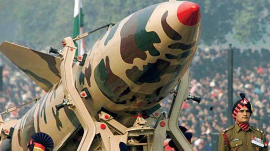 La India presenta sus armas nucleares.