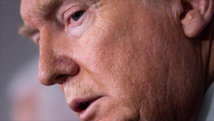 ¿Cómo Trump se rinde ante la crisis del coronavirus?